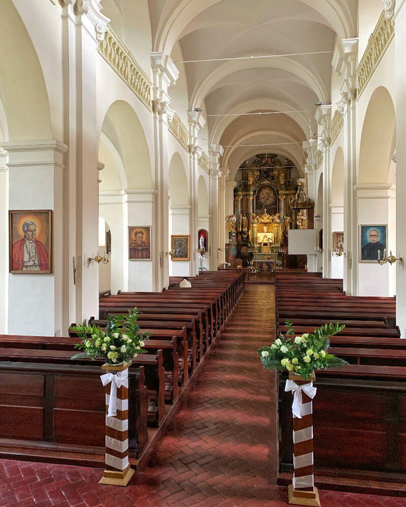 Wnętrze kościół podominikański podwyższenia krzyża