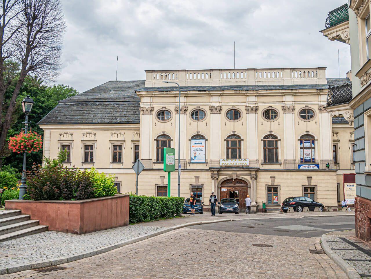 Zamek Stillfriedów 300 lat rezydencja dwor obronny architekura Nowa Ruda3
