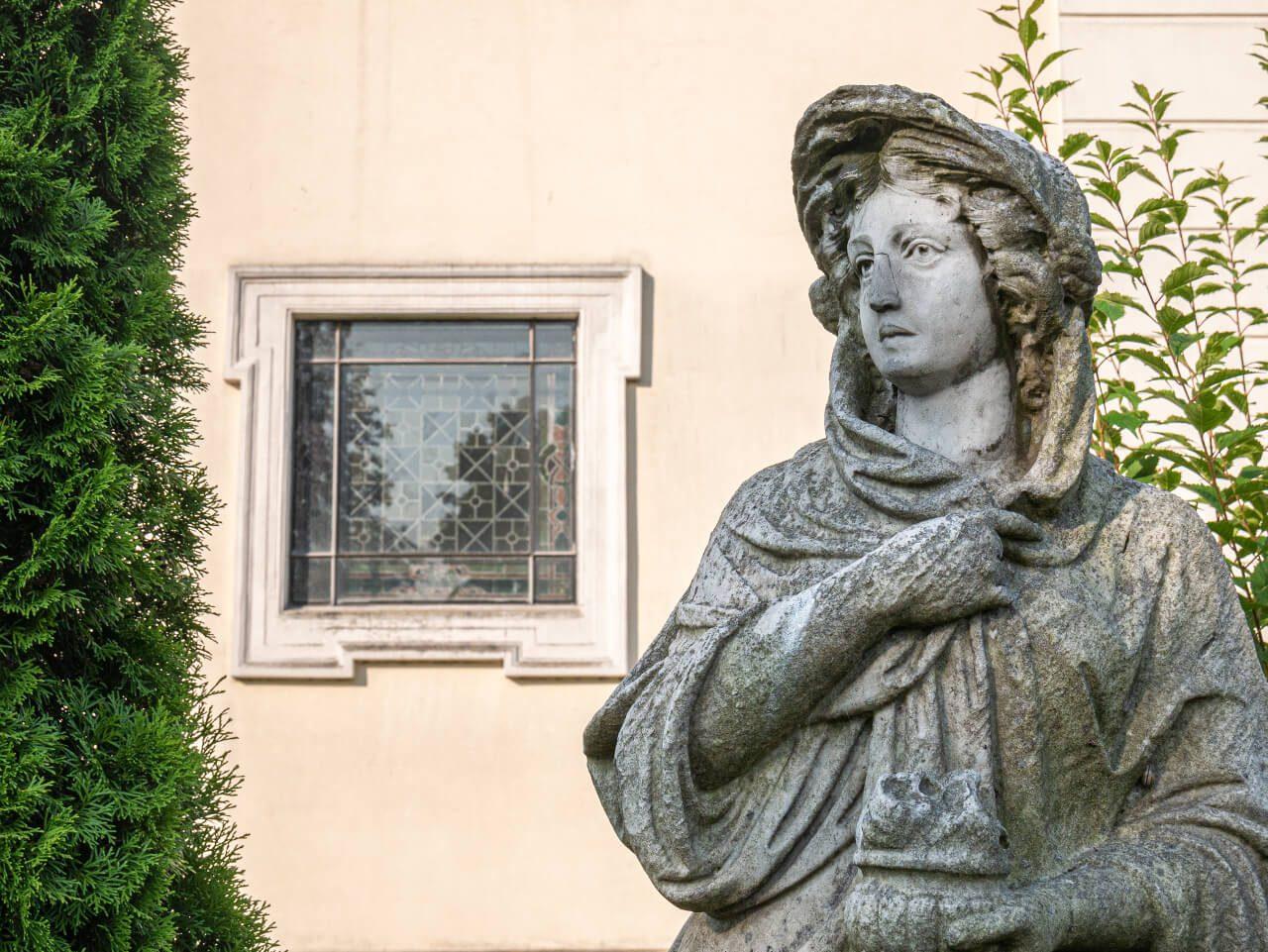 Posąg cztery pory roku Syców