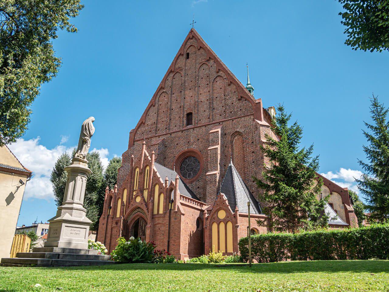Kościół św. Anny Ząbkowice Śląskie dziedziniec