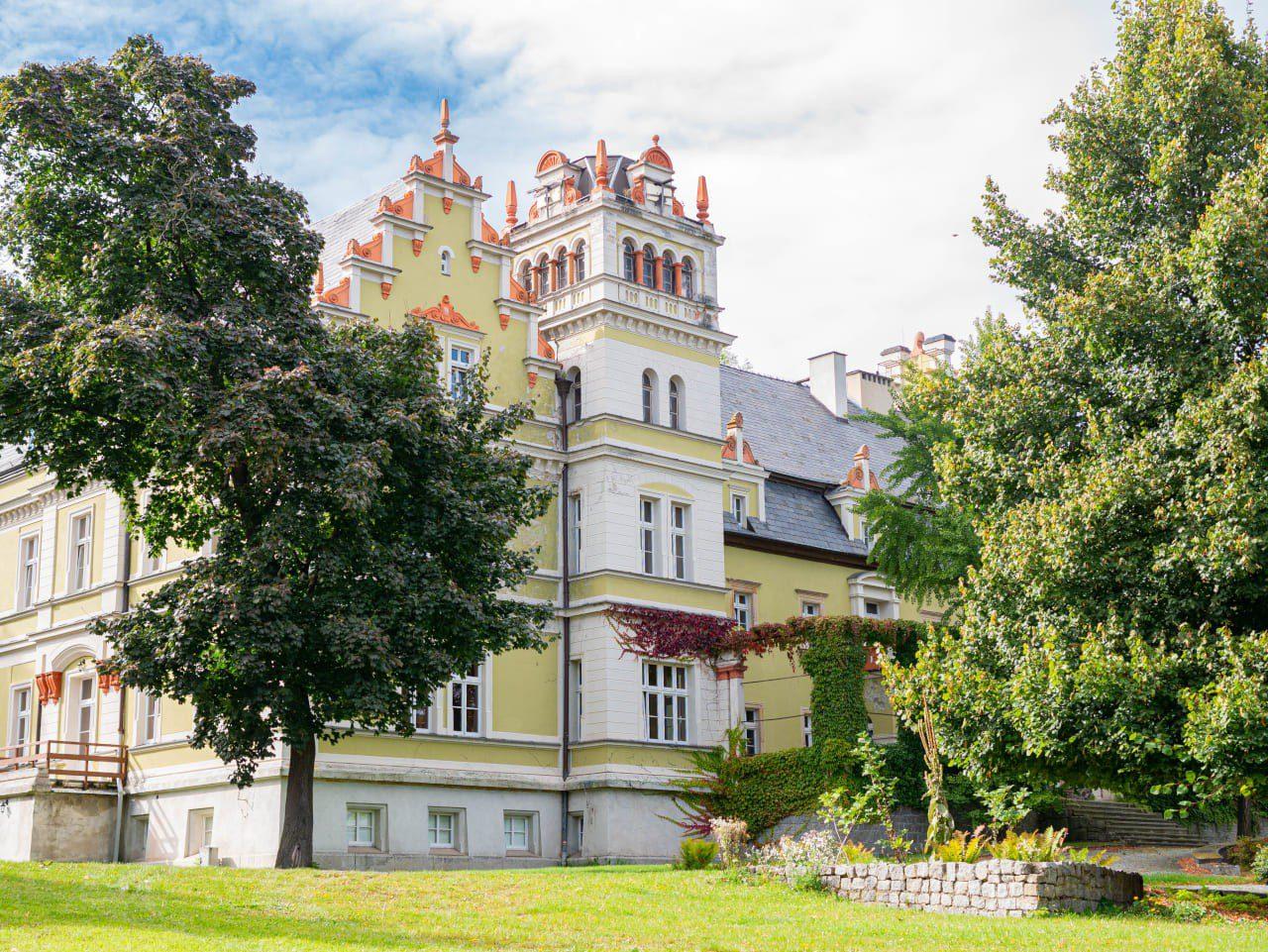 Pałac Murowany w Kłonicach Niedaleko Wieży Widokowej Radogost W Park Krajobrazowy Chełmy1 Atrakcje Co Warto Zobaczyć
